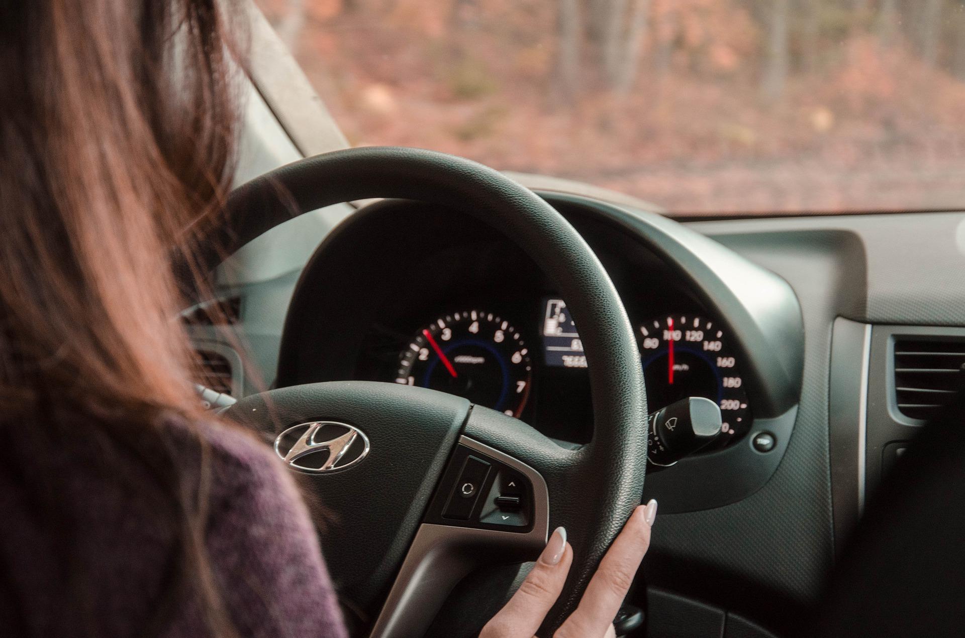 behind-the-wheel-4789777_1920